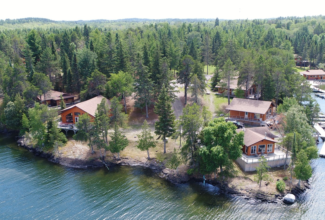 Deluxe lakefront cottages