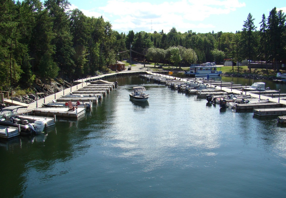 Fishing boating and family vacations on lake of the for Lake of the woods fishing resorts